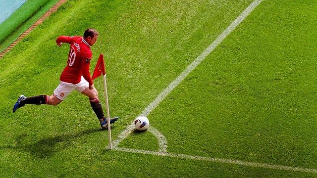 Rooney đá phạt góc